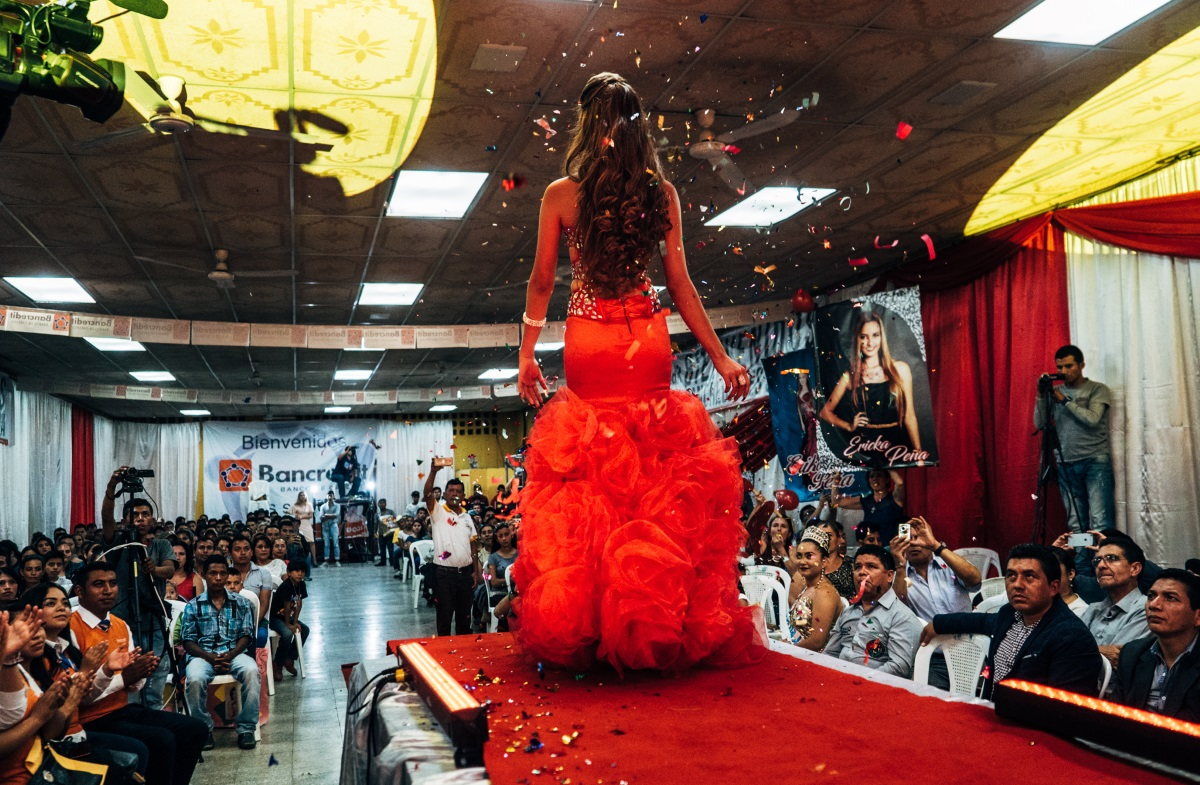 Miss Erika Peña on the catwalk