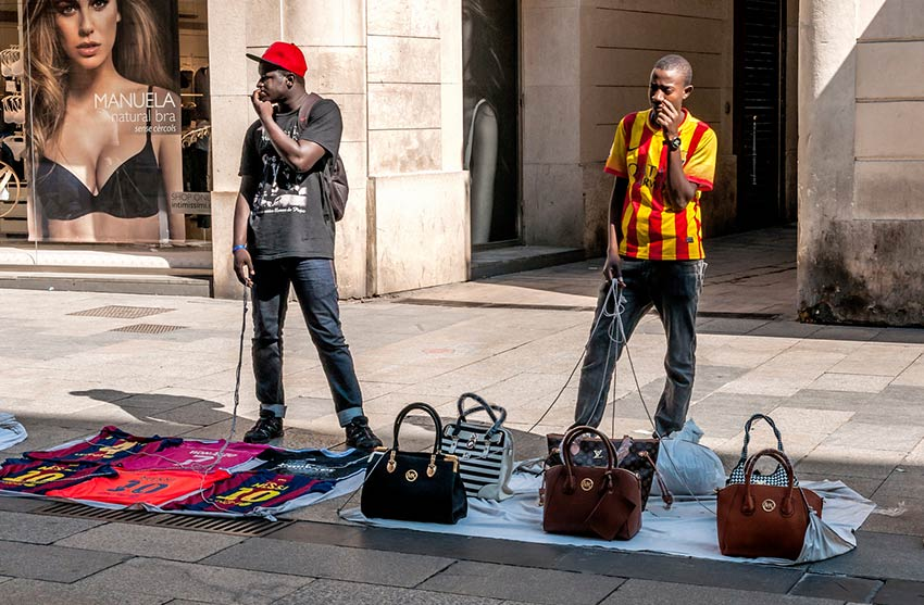 How To Outsmart The Scammers In Spain Read This - 7 tips to avoid tourist scams in europe