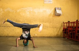 India Discoveries: Kickass Breakdancing Kids of Dharavi