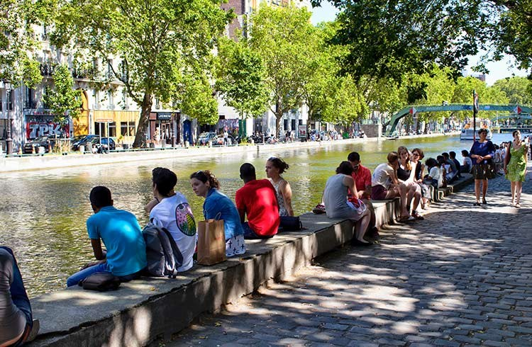 Common Tourist Scams & Cons to Avoid in France